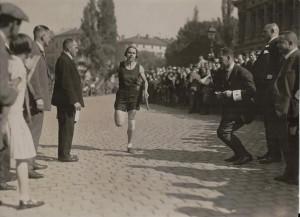 Stadtlabor Wallanlagen_ Emmi Haux am Ziel 1926