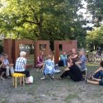 Lesungen an der Skulptur LIEBE. Foto: Sonja Thiel